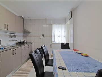 Apartment Floor Dwelling T3 / Vila Nova de Gaia, Oliveira do Douro