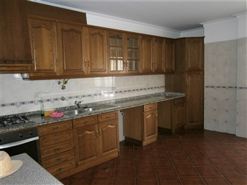Apartment T5 / Castelo Branco, ESE