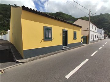 Detached house T3 / Ponta Delgada, Mosteiros