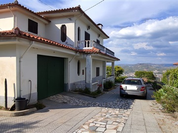 House T7 / Lamego, Cambres